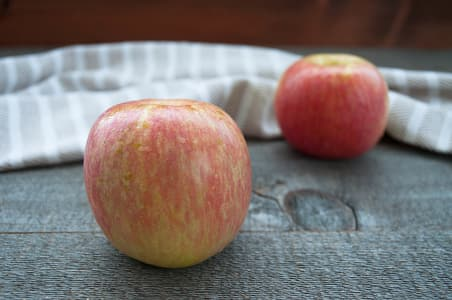 Local Organic Apples, Fuji- Code#: PR100007LCO