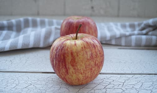 Local Organic Apples, Braeburn- Code#: PR100398LCO