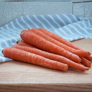 Local Organic Carrots, Table (10 lb bag) - Large sized carrots- Code#: PR147642LCO