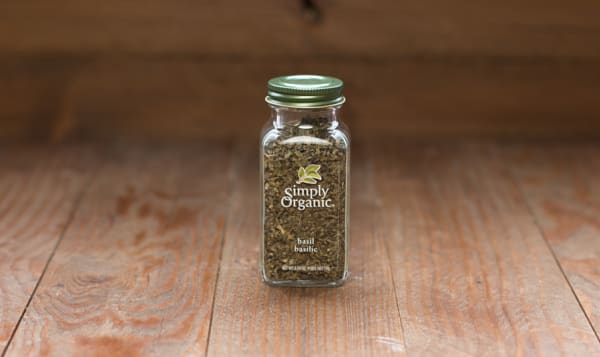 Organic Basil Leaf in Glass Bottle